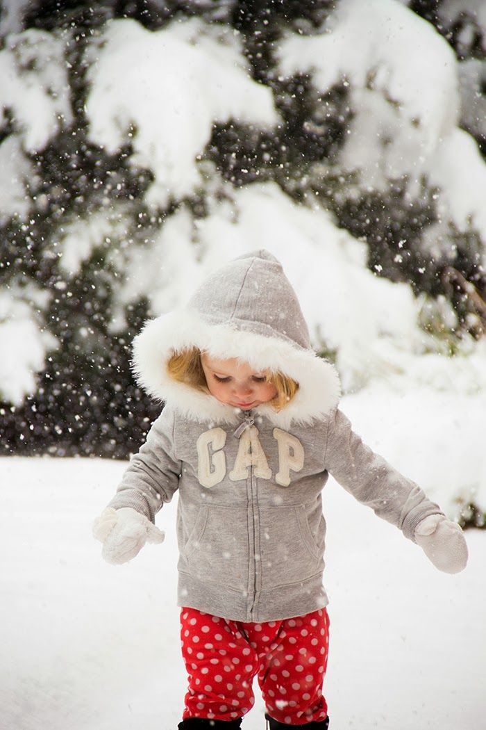 how to take pics of kids in falling snow