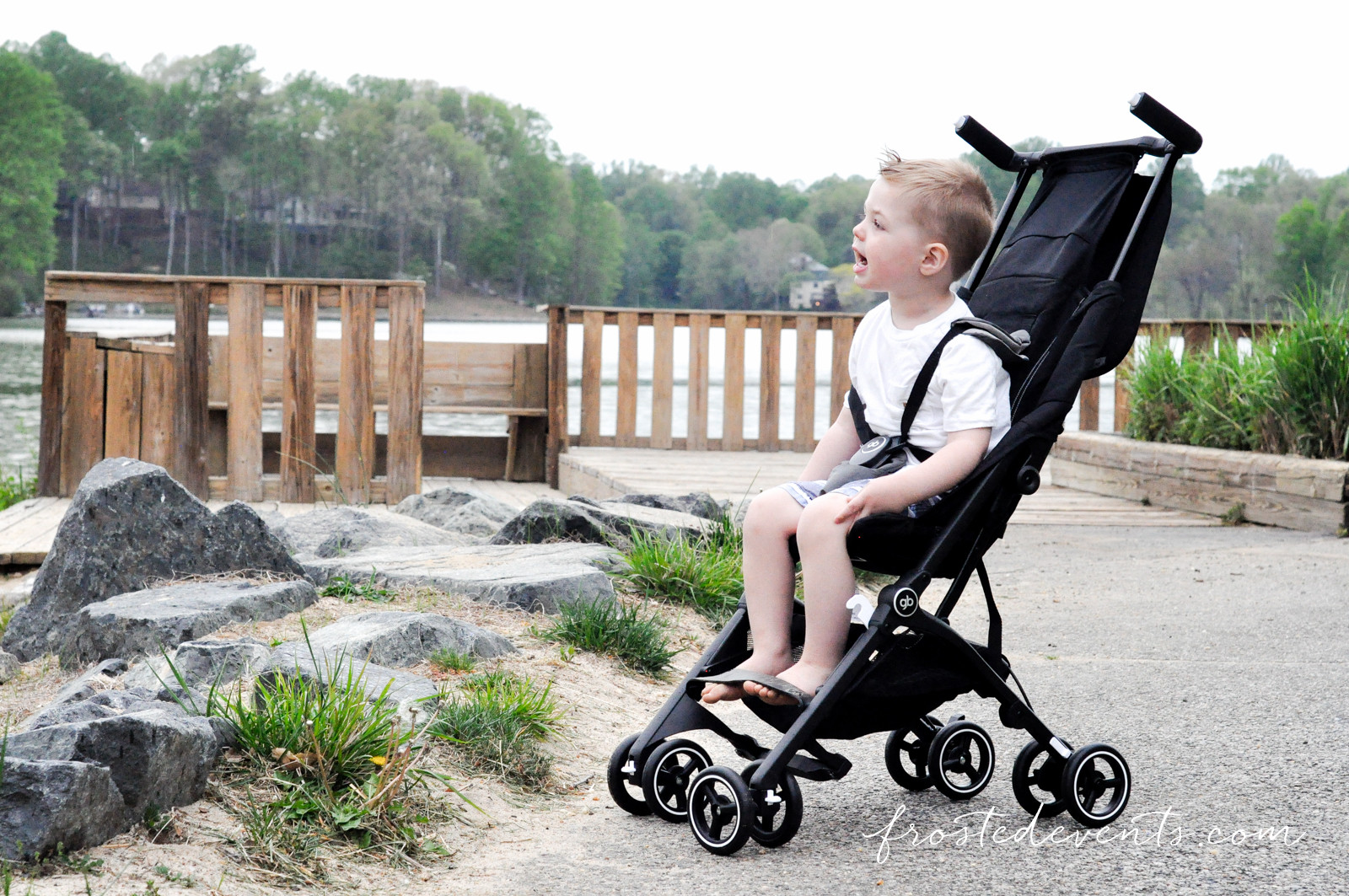 gb Pockit Stroller Fits in a Shoulder Bag Perfect for Family Travel