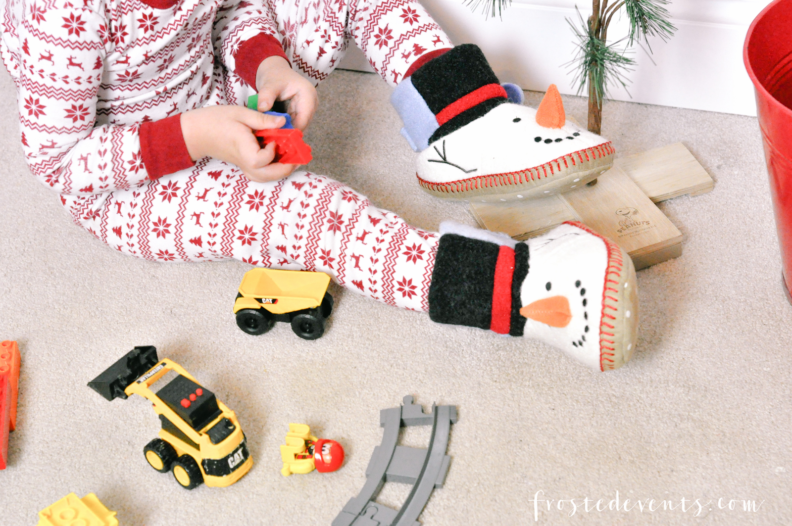 holiday-traditions-holiday-pajamas-christmas-stories-new-carpet-misty-nelson-frostedevents-16