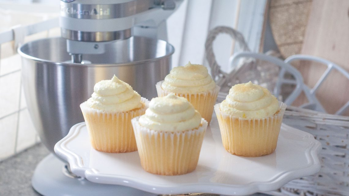 KitchenAid Mixer -- KitchenAid Artisan Mini Mixer review -- Making cupcakes with the smaller, lightweight Mini Mixer -- top best buy appliances list via Misty Nelson, frostedMOMS blogger and influencer