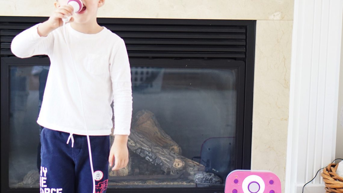 Karaoke Party Ideas - The Singing Machine Kids Toy Review via Misty Nelson, blogger and influencer - Popular Kids Toys 2018 @frostedevents frostedblog