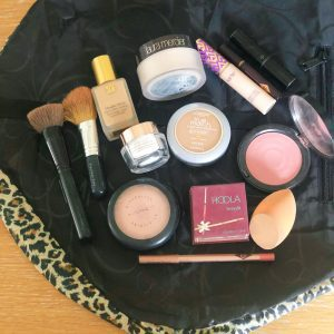 Everyday Makeup - What's In My Makeup Bag - Beauty blogger essentials via Misty Nelson, frostedblog.com @frostedevents beauty influencer