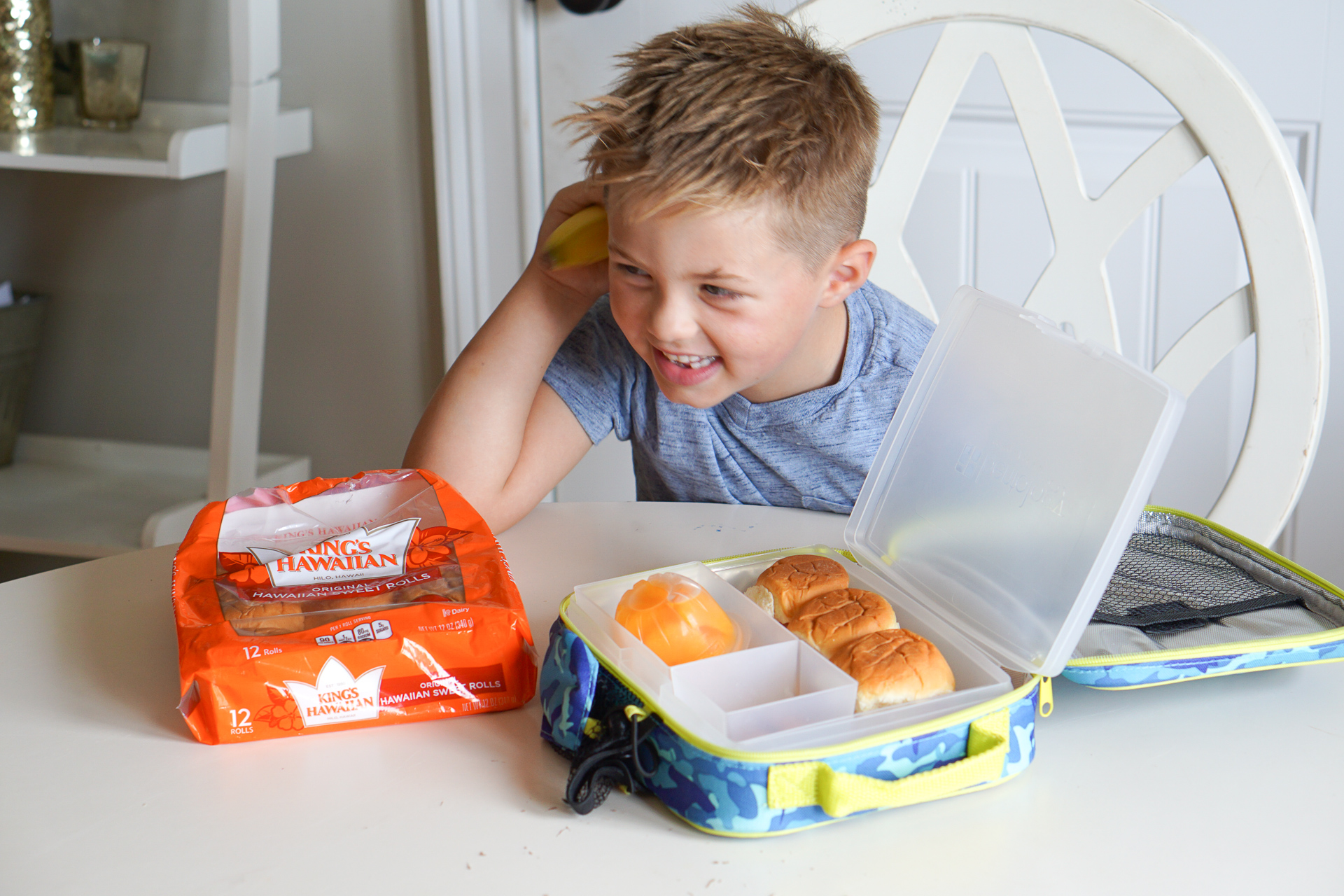 Lunch Box Ideas for Back to School - King's Hawaiian Bread Rolls Recipe @frostedevents