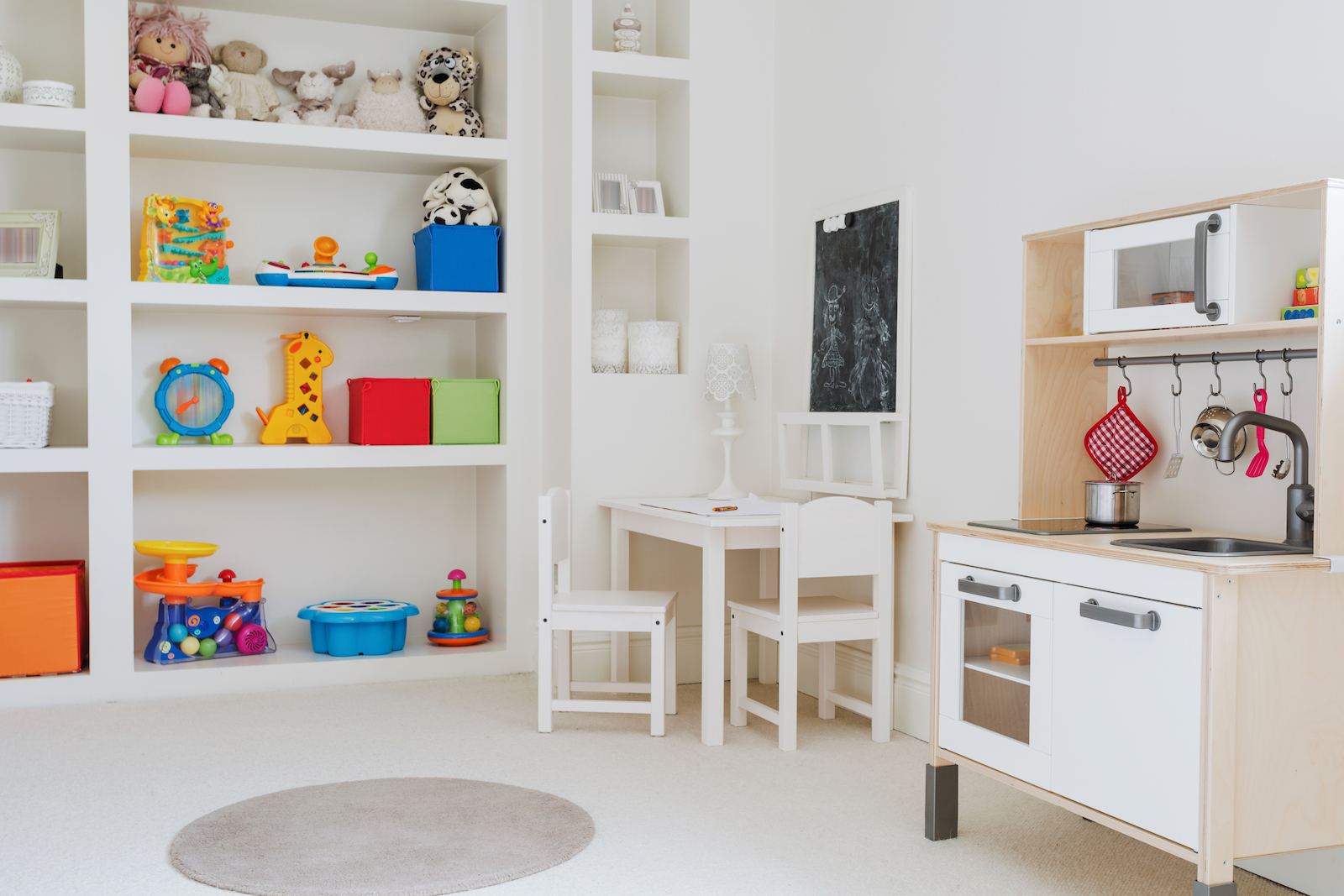 Play Therapy  - What it is, how it works and where to find a play therapist near me  - child development , play therapy room