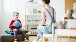 Play Therapy - What it is, how it works and where to find a play therapist near me - child development , therapist and child